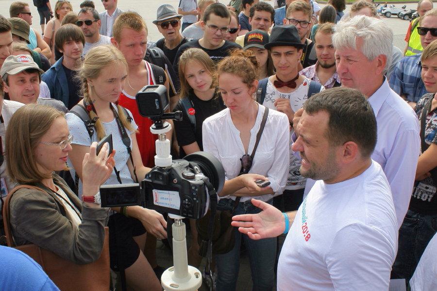 Сергей Бойко на переднем плане