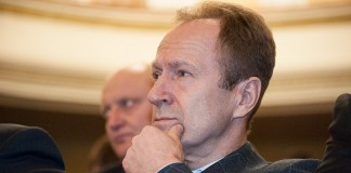 МУП «Горводоканал» по данным мэрии Новосибирска, по итогам 2016 года сумел сохранить прибыльность. Более того, у главы предприятия Юрия Похила (на фото) оказалась самая высокая зарплата среди руководителей муниципальных предприятий Новосибирска в 2016 году.