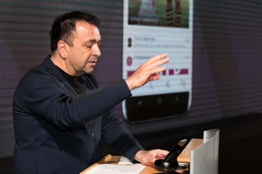 Вице-президент по развитию цифрового и нового бизнеса «Вымпелкома» Джордж Хелд говоря о других мессенджерах, присутствующих на рынке, отмечает, что «некорректно сравнивать грузовую машину и маленький кабриолет».