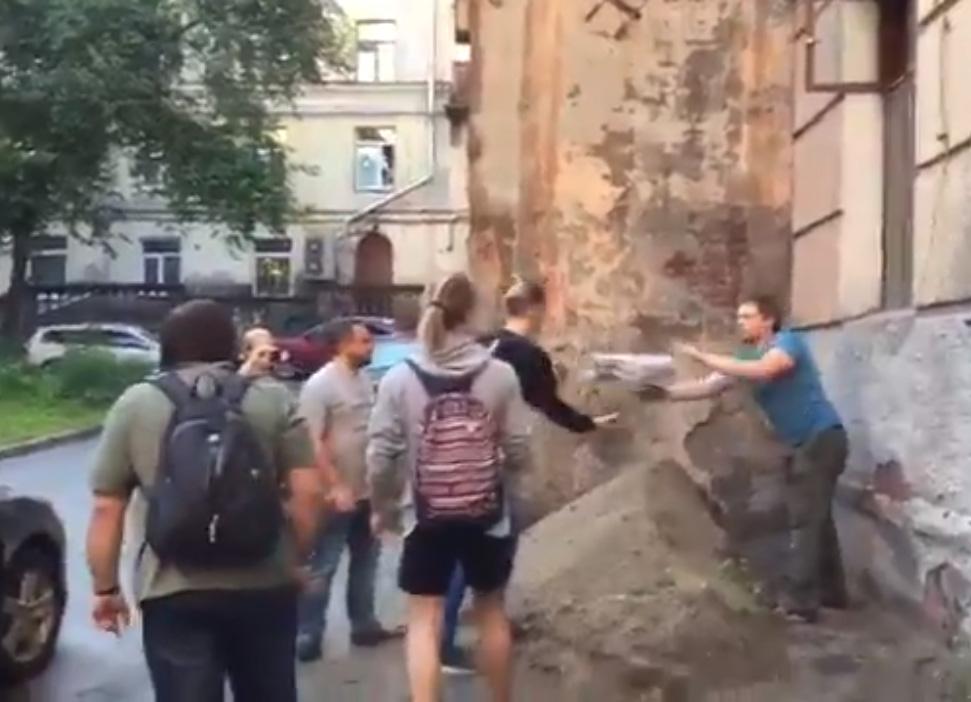 Штаб Навального в Новосибирске заблокирован правоохранительными органами
