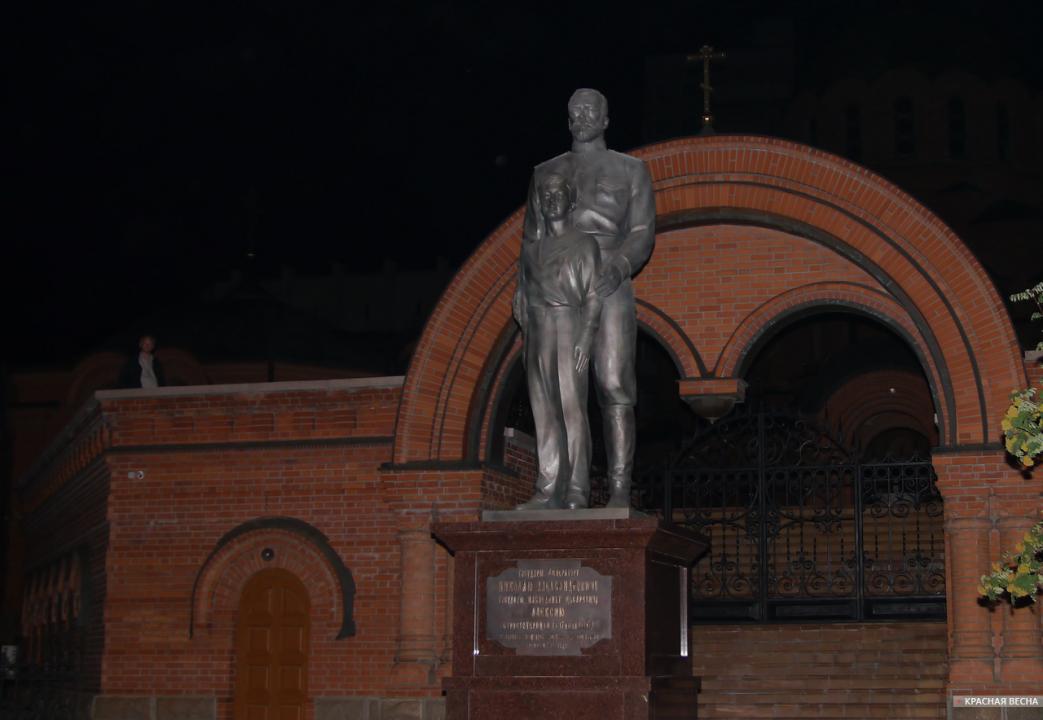 ВНовосибирске открыли монумент императору Николаю II