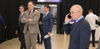 Красноярскому «Медведь Холдингу» Николая Бякова (на фото справа) удалось войти в ТОП-3 самых крупных дилеров Сибири по показателю доли рынка, и консолидировать 70% всех продаж BMW в СФО.