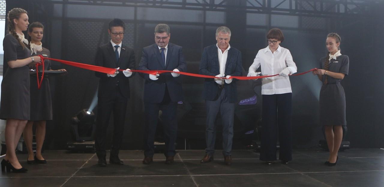 Томский предприниматель Виктор Маршев торжественно открыл дилерcкий центр Lexus - Фотография