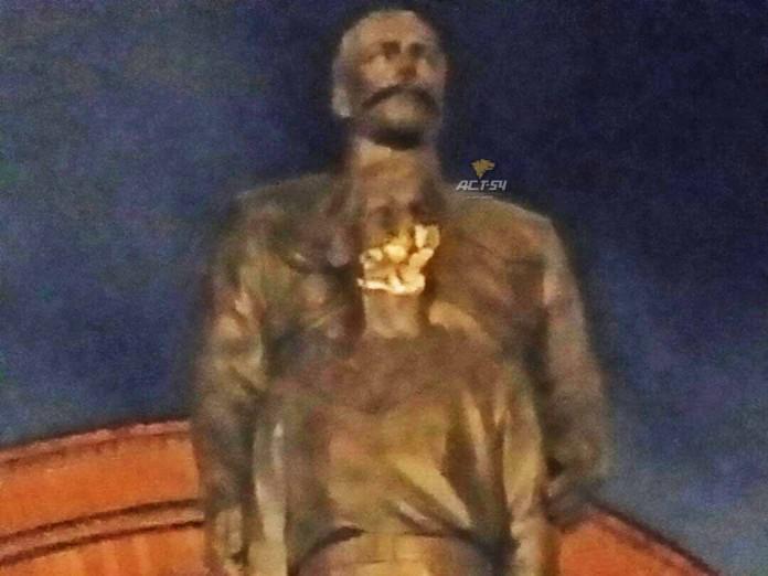 Миниатюра для: В Новосибирске вандал повредил памятник Николаю II