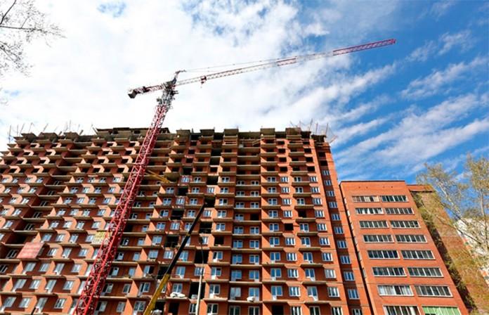 Объем жилищного строительства в Сибири за первое полугодие рухнул на 17%