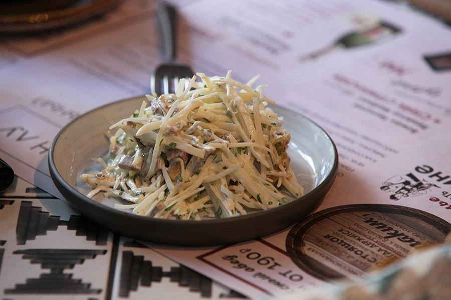 Салат с репой и говядиной