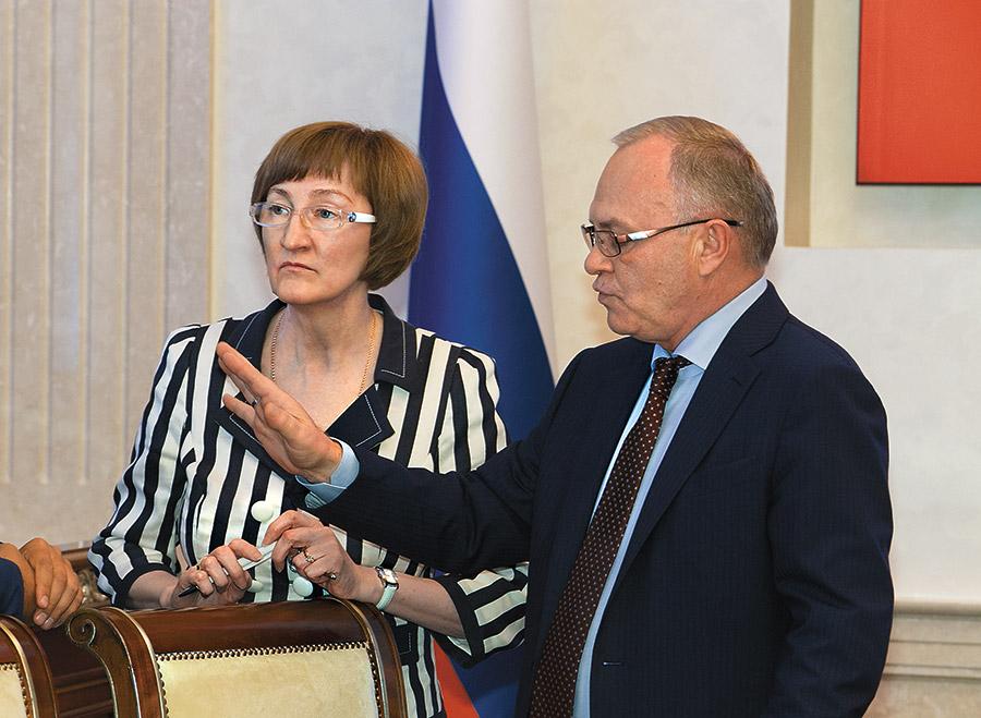 На фото — министр экономического развития НСО Ольга Молчанова и первый заместитель председателя правительства НСО Владимир Знатков