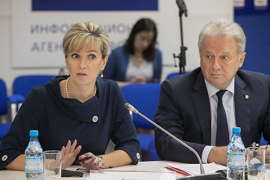 Екатерина Косогова, директор по тарифообразованию Сибирской генерирующей компании, Юрий Шейбак, директор Кузбасского филиала СГК