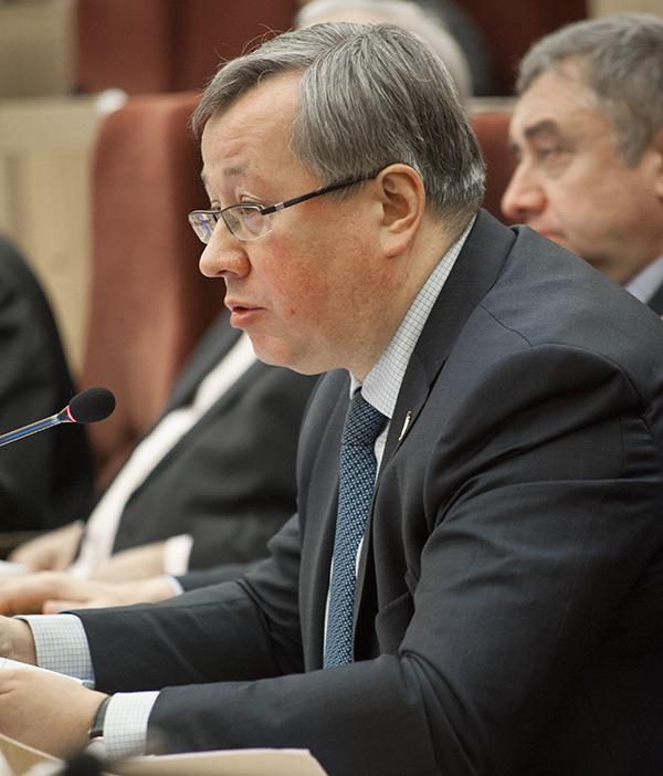 Заместитель председателя бюджетного комитета заксобрания Юрий Зозуля