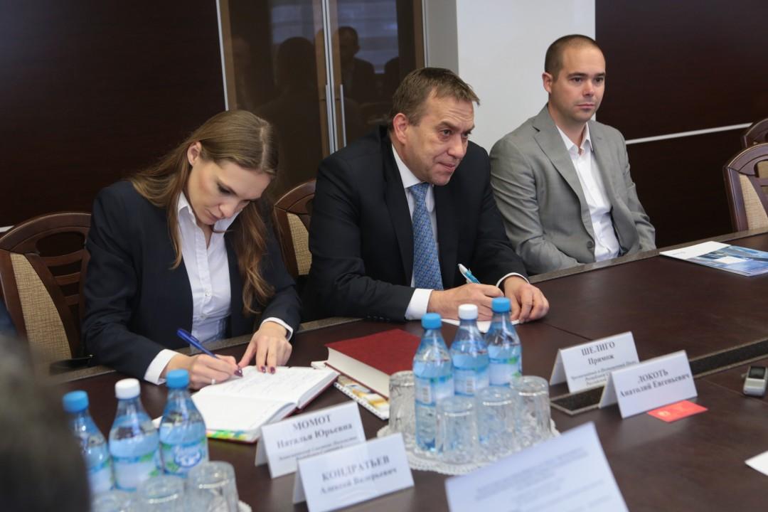 Чрезвычайный и Полномочный Посол Республики Словения в РФ Примож Шелиго (посередине). Фото пресс-центра мэрии Новосибирска