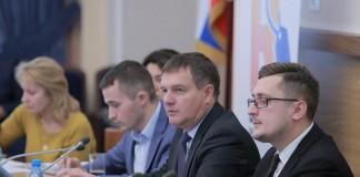 По мнению Максима Останина (на фото справа), если около 30% участников проекта «Школа ритейла» в течение нескольких месяцев попадут в торговые сети, то этот проект можно считать успешным