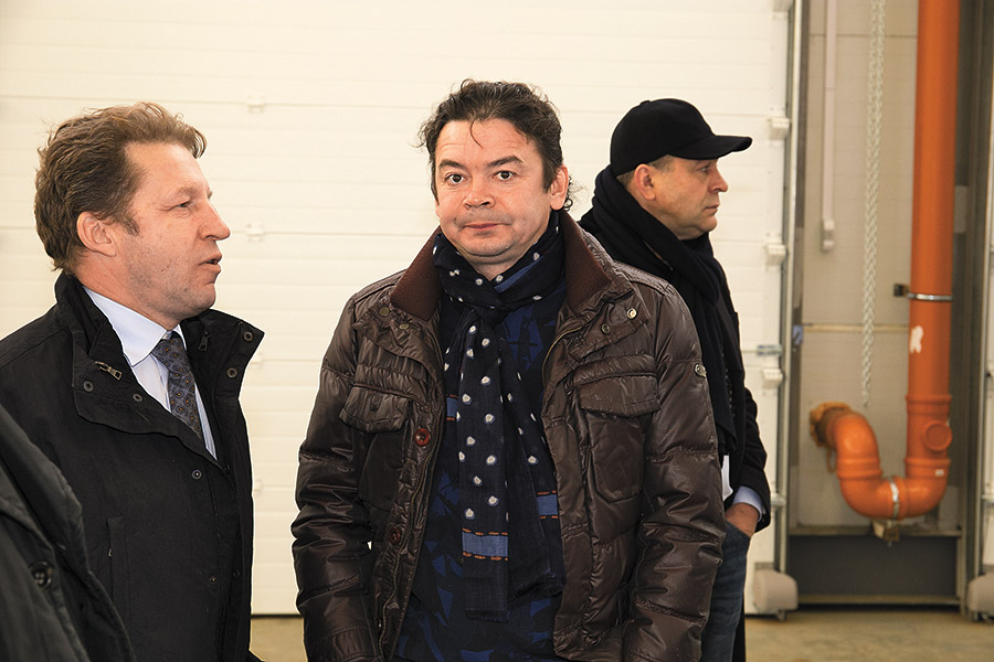 «Персона года — 2017» в сфере ритейла— Николай Скороходов (в центре)
