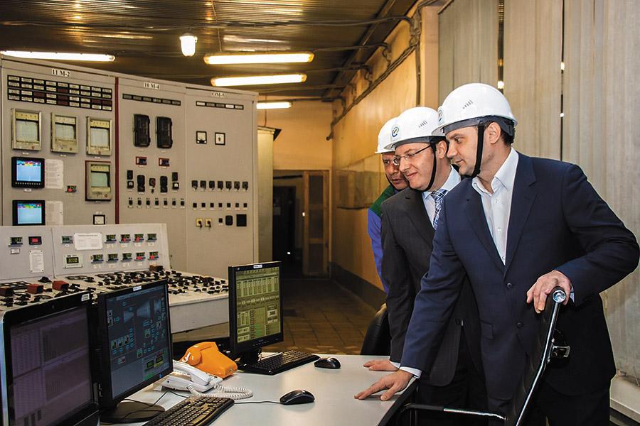 Денис Архипов дает старт работе турбоагрегата
