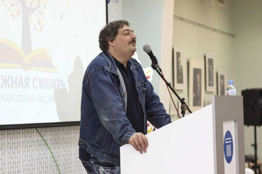 Дмитрий Быков. Фото Антона Веселова