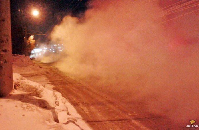 Миниатюра для: Из-за коммунальной аварии в Новосибирске перекрыто движение по ул. Доватора