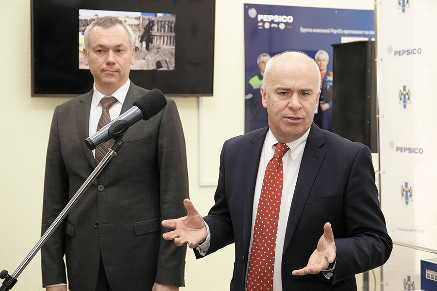 Андрей Травников и президент PepsiCo в России, Украине и СНГ Нил Старрок