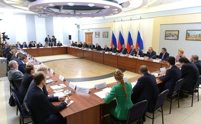 Миниатюра для: Владимир Путин обсудил перспективы развития российской науки и признался, что у него нет смартфона