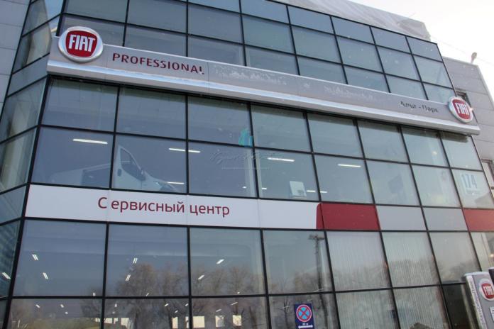Миниатюра для: В Новосибирске выставлено на продажу бывшее здание дилерского центра FIAT