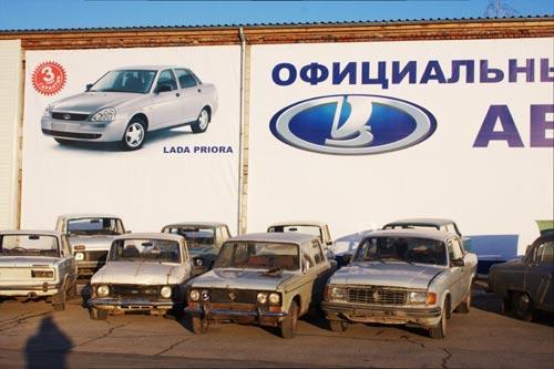 Продажи новых легковых авто в Тюменской области выросли почти в два раза