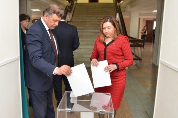 Миниатюра для: «Справедливая Россия» выступила против нахождения Амана Тулеева в законодательной власти
