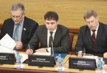 Дмитрий Асанцев (в центре)