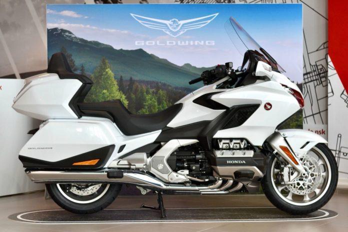 Миниатюра для: Honda проводит большой тест-райд новых мотоциклов в Новосибирске
