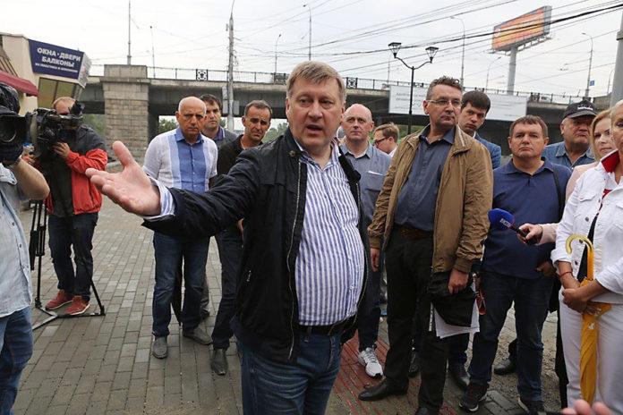 Мэрия Новосибирска наводит порядок на набережной Оби