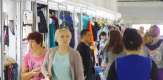 Торговля на базе Гусинобродского рынка