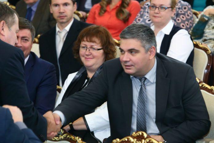 Миниатюра для: Минтруд планирует повысить прожиточный минимум пенсионеров на 89 рублей