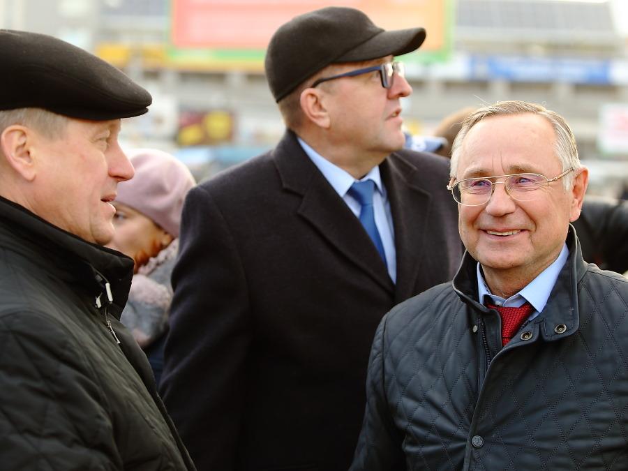 Глава строительной компании АСК, депутат совета депутатов Омска Валерий Кокорин (справа) и мэр Новосибирска Анатолий Локоть (слева)