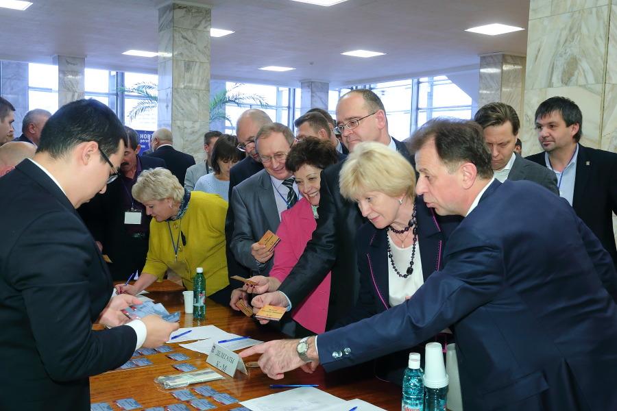 Фролов вместо Титкова: новосибирское отделение «Единой России» провело конференцию и обновило политсовет - Фото