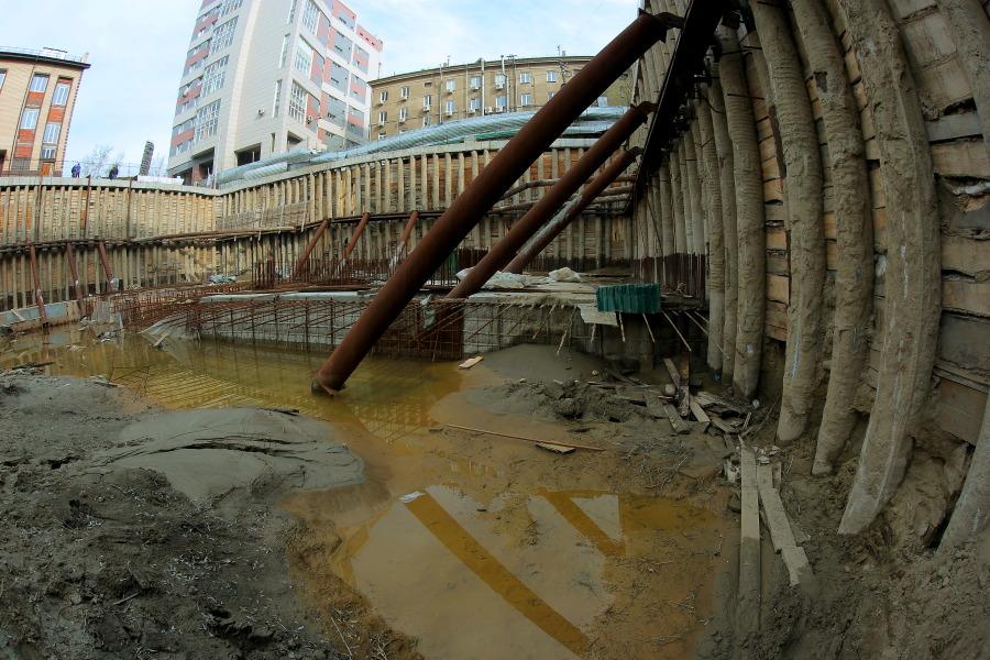 Ситуация с брошенным котлованом в Центральном районе на контроле у мэра Новосибирска