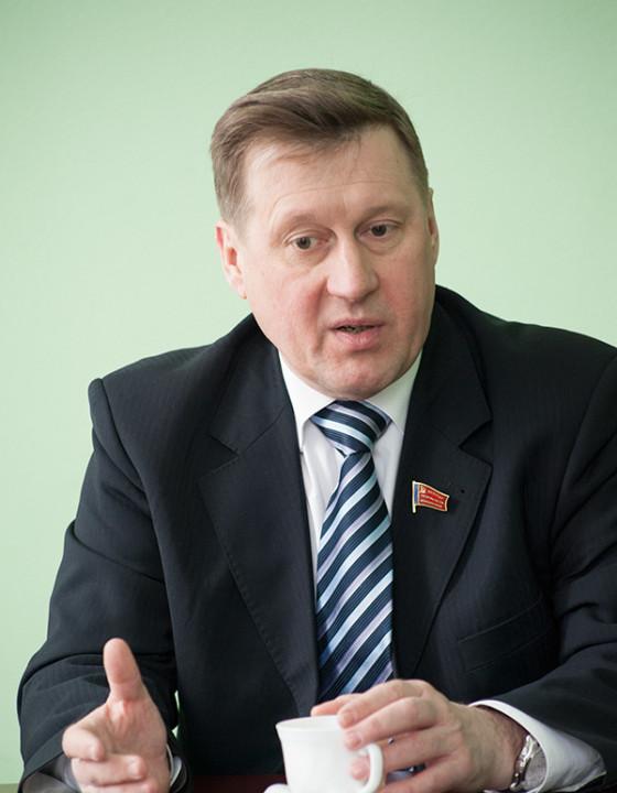 Мэр Новосибирска высказался за замену скульптуры соболей на Красном проспекте зеленой зоной