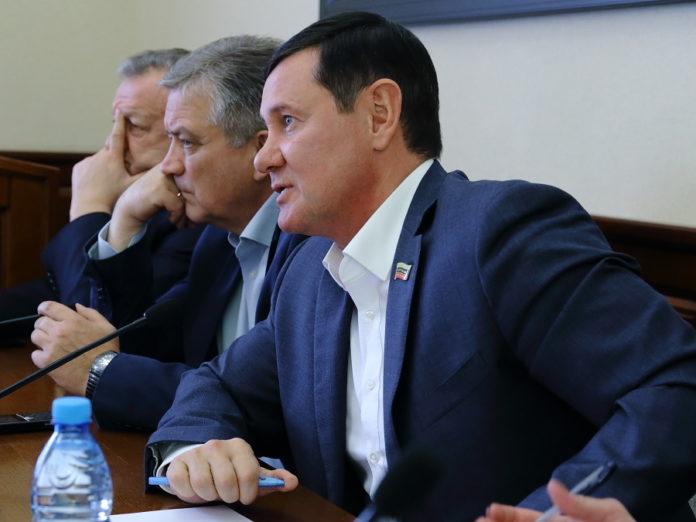 Миниатюра для: Новосибирские депутаты одобрили изменения в правила распространения наружной рекламы в городе