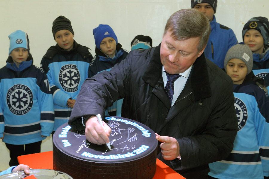 Анатолий Локоть рассказал о подготовке к молодёжному чемпионату мира по хоккею