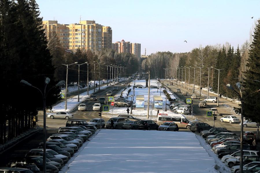 Суд обязал мэрию Новосибирска убрать глубокую колею на дороге в Академгородке