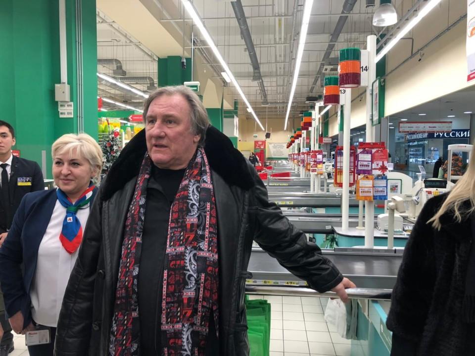 Жерар Депардье проверил, как идут продажи водки в «Ашане»