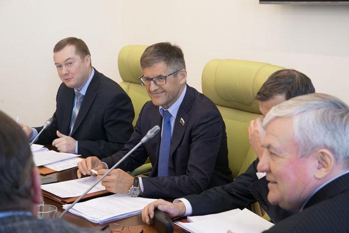 Миниатюра для: Опоздать нельзя: депутаты призвали ускорить совершенствование мер господдержки АПК