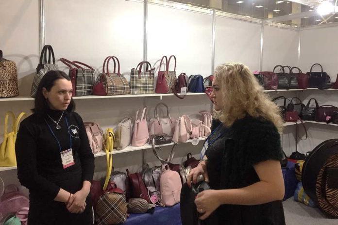 Новосибирская область впервые представила стенд на выставке MosShoes