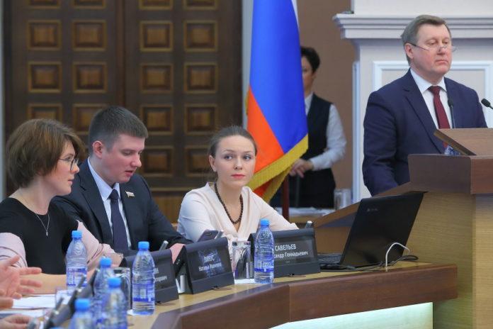 Миниатюра для: Асанцев, Пинус и Науменко поспорили, как оценивать деятельность мэра Новосибирска