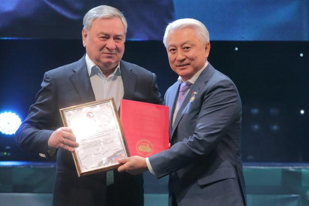 ФОТОБАНК. Как праздновал свое 30-летие новосибирский клуб «Успех» Вениамина Пака