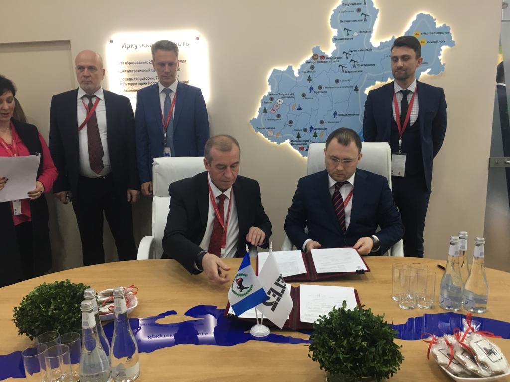 Губернатор Иркутской области и гендиректор Tele2 подписали дополнительное соглашение на форуме в Сочи