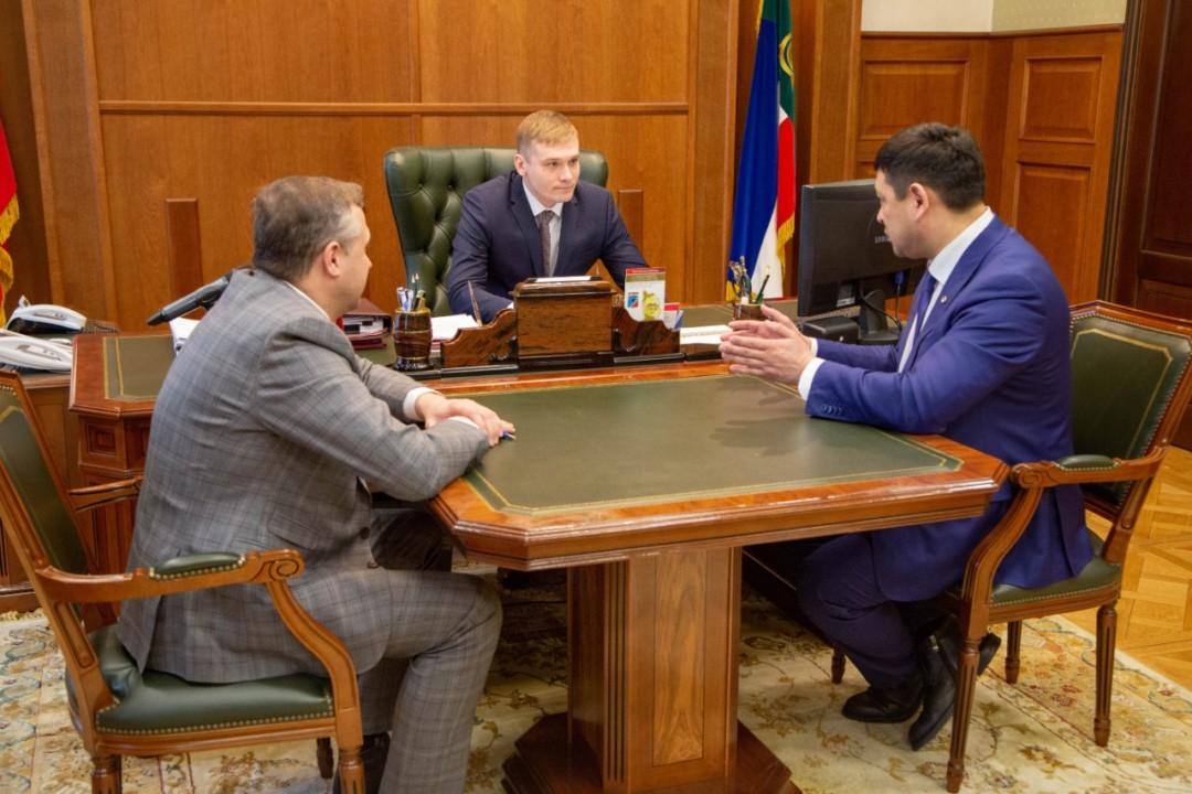 Глава Хакасии произвел назначение двух министров и председателя госкомитета