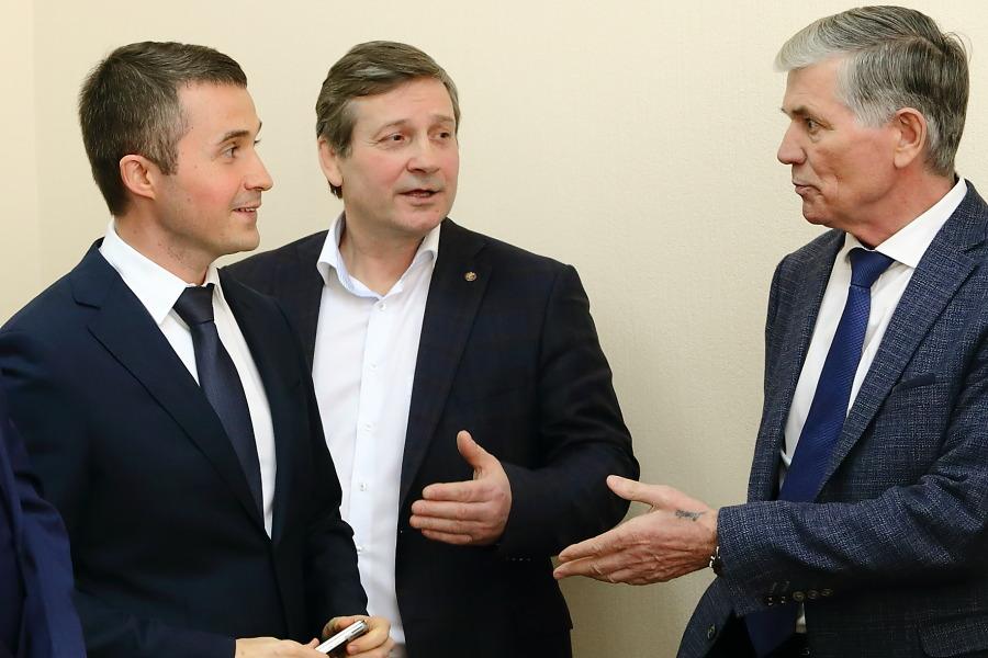 Сергей Соколов (слева), Юрий Бернадский (в центре) и Анатолий Масалов