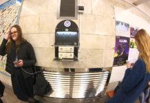 Каждый второй пассажир метро в Новосибирске пользуется мобильным интернетом