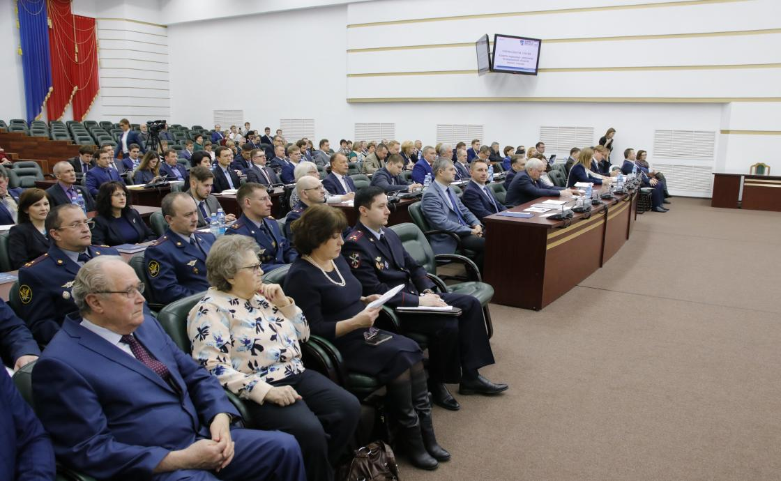 Кузбасские врачи дефицитных специальностей получат по 1 млн рублей
