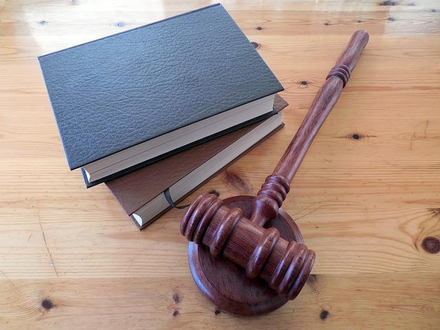 Бывший новосибирский полицейский отделался условным сроком за взятку на Алтае