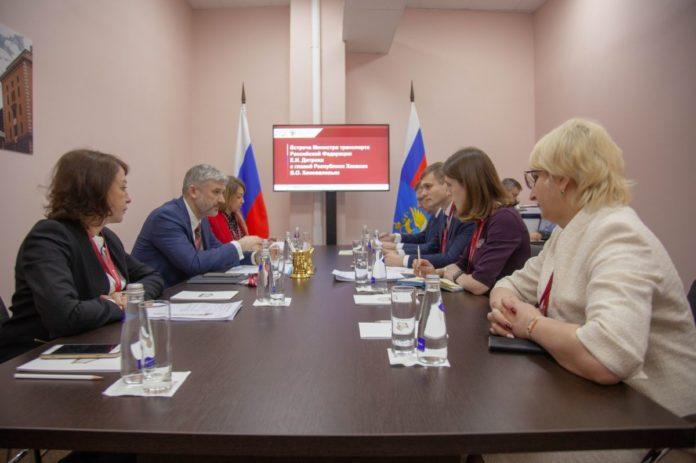 Миниатюра для: Губернатор Хакасии обсудил строительство автодороги Абакан-Бийск с главой Минтранса РФ