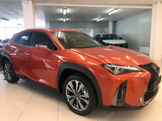 За покупкой и обслуживанием автомобиля Lexus—  к официальному дилеру в Новосибирске - Фото
