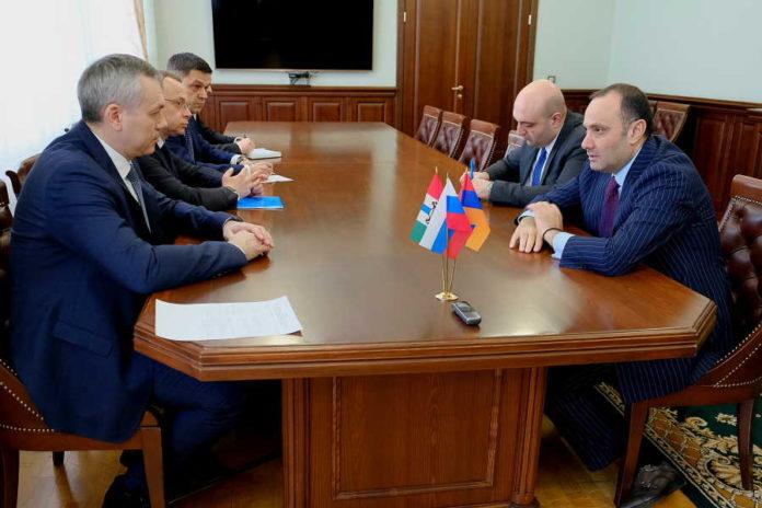 Андрей Травников встретился с послом Армении в России Варданом Тоганяном
